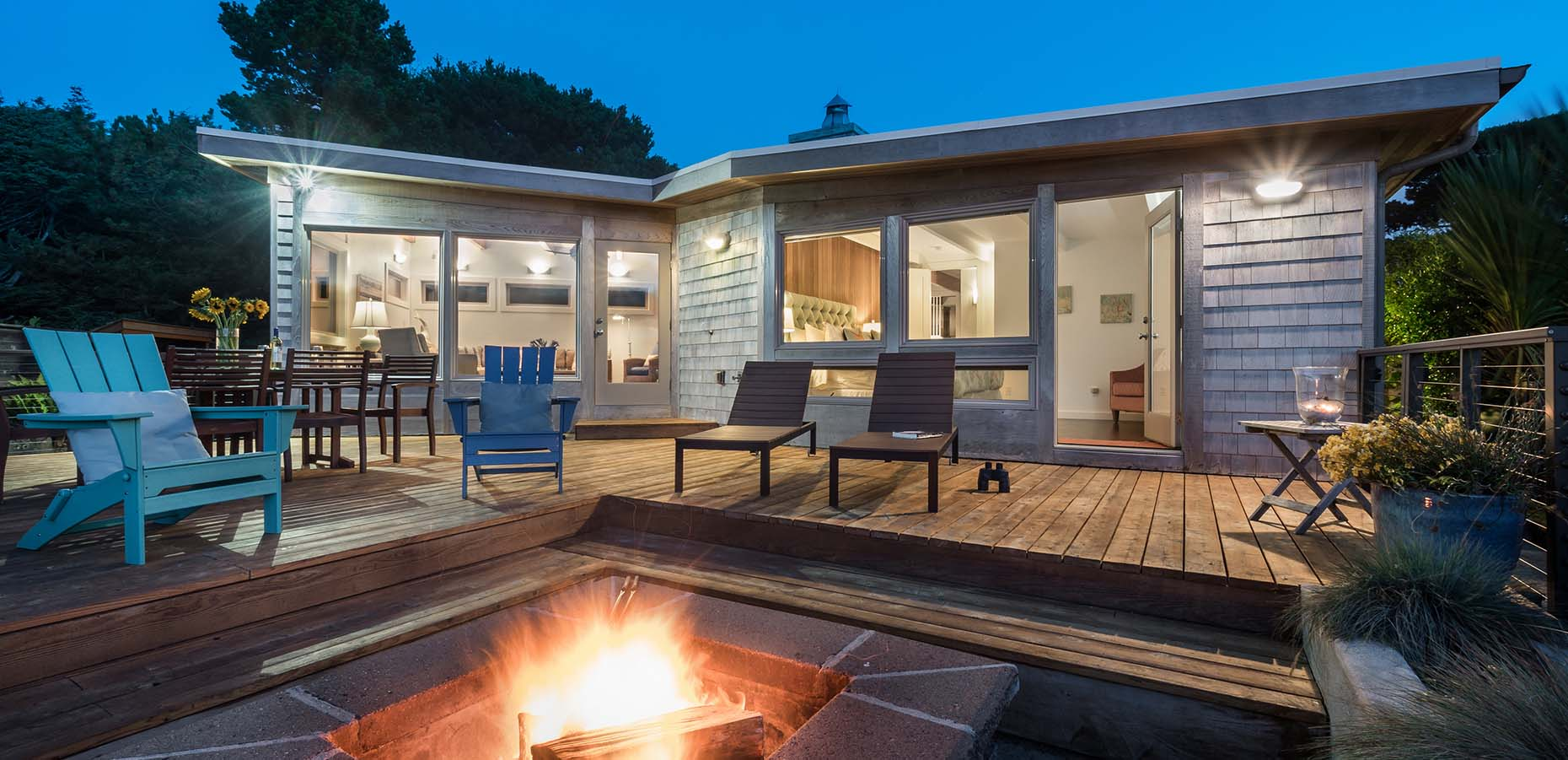 Treehouse Hideaway - Patio and firepit.