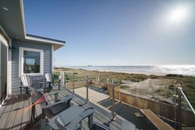 Hidden Gem patio and beach path to coast.